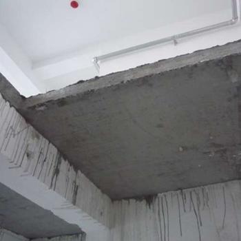 但木结构的自重轻,对建筑主体不会造成负担,而且能形成特殊的装修风格